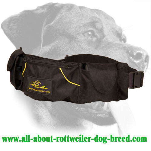 Rottweiler Training Pouch Made of Nylon with Three Pockets